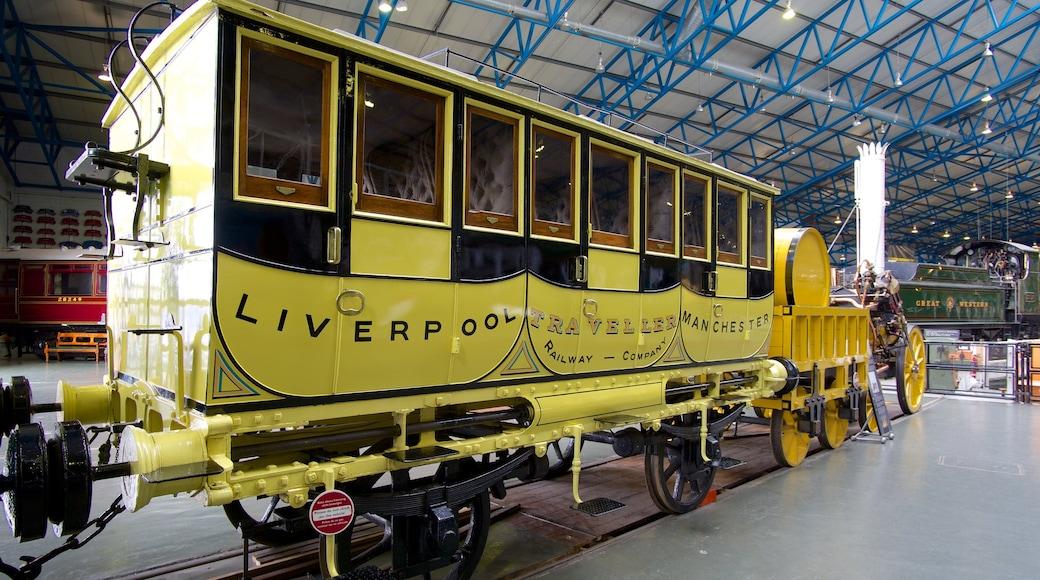 Nationaal spoorwegmuseum van York toont spoorwegen en interieur