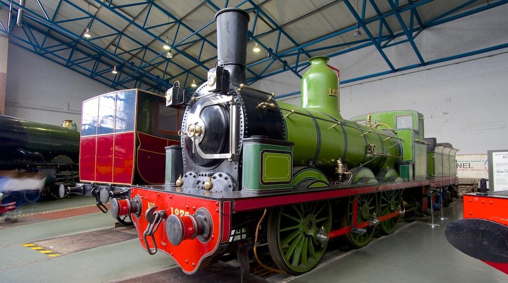 Nationaal spoorwegmuseum van York toont interieur en spoorwegen