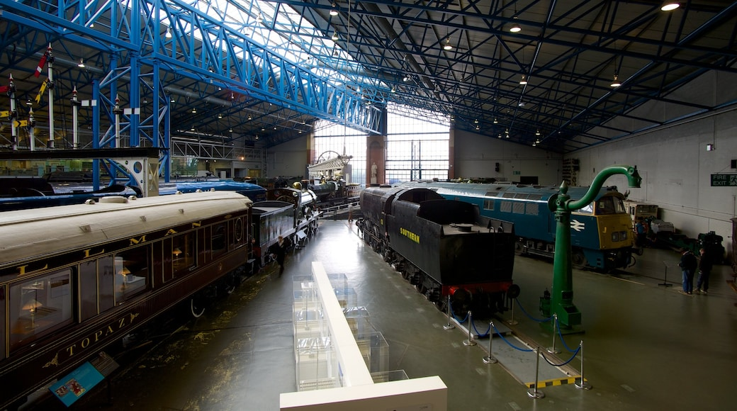 Nationaal spoorwegmuseum van York inclusief interieur en spoorwegen