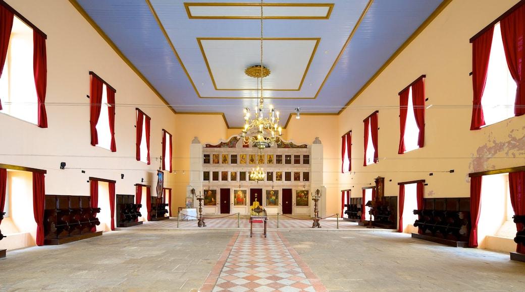 Antigua Fortaleza mostrando arquitectura patrimonial y vistas de interior
