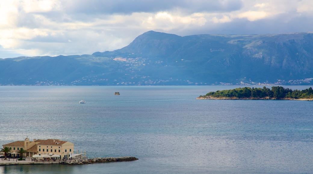 Pantokrator mit einem Küstenort, Berge und Landschaften