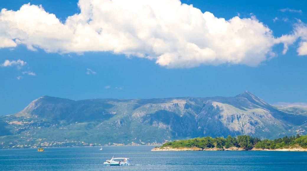 Pantokrator mit einem allgemeine Küstenansicht, Bootfahren und Landschaften