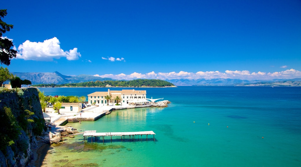 Hafen von Korfu das einen allgemeine Küstenansicht
