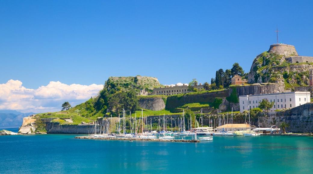 Hafen von Korfu mit einem Bucht oder Hafen