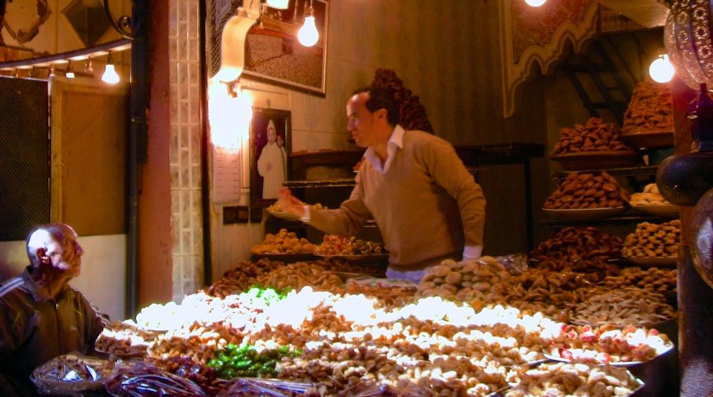 Marruecos que incluye mercados y también un hombre