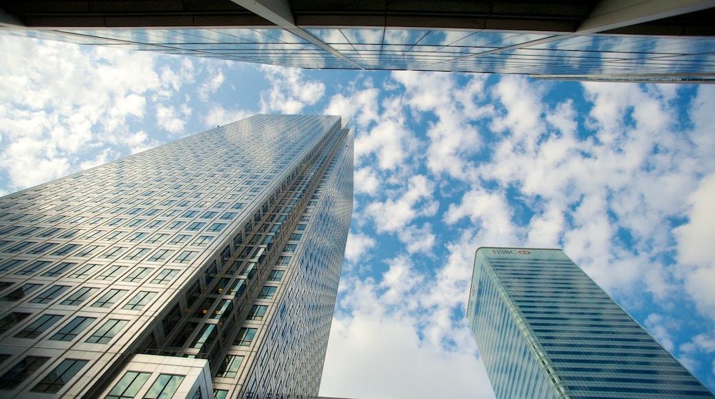 Canary Wharf mettant en vedette architecture moderne, gratte-ciel et ville