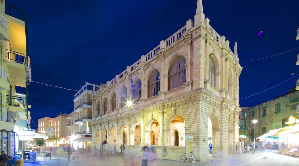 Venezianische Loggia mit einem Straßenszenen, historische Architektur und bei Nacht