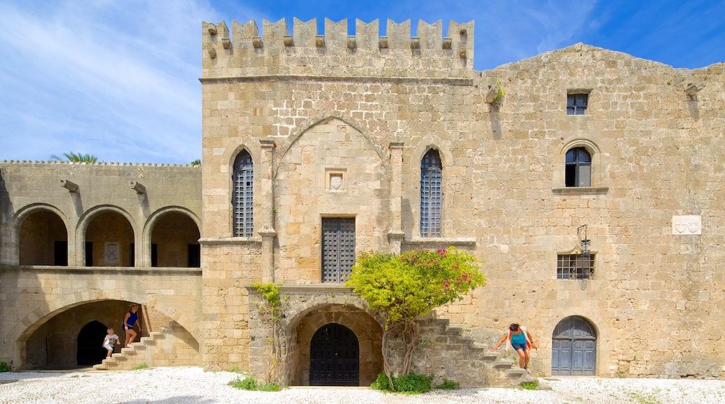 Rhodes mettant en vedette patrimoine architectural et château ou palais