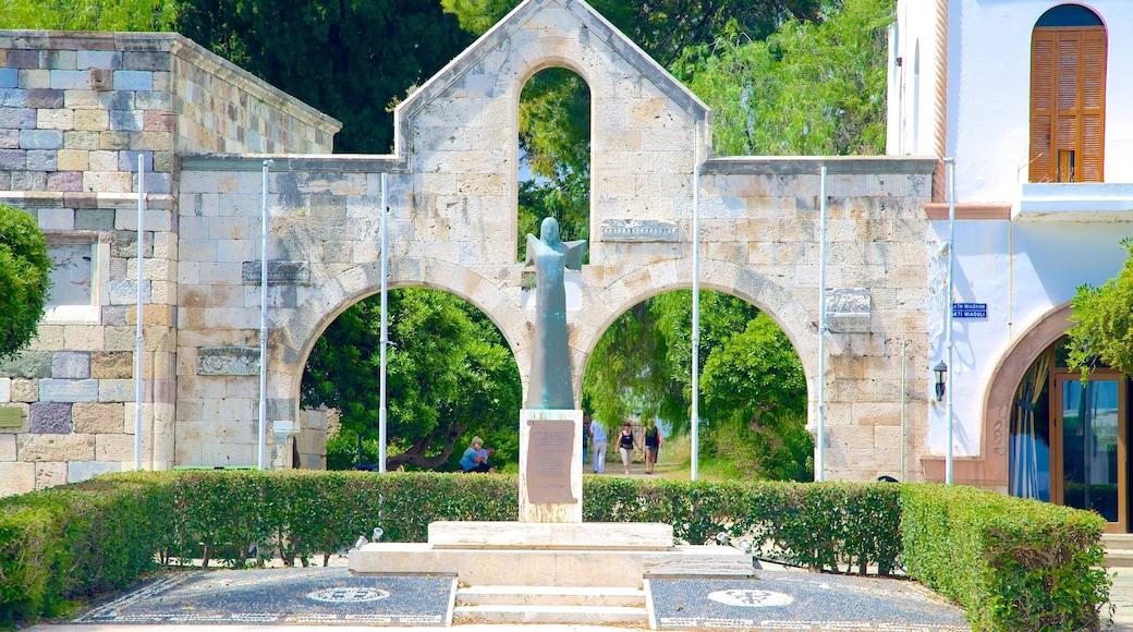 Kos mit einem historische Architektur und Statue oder Skulptur