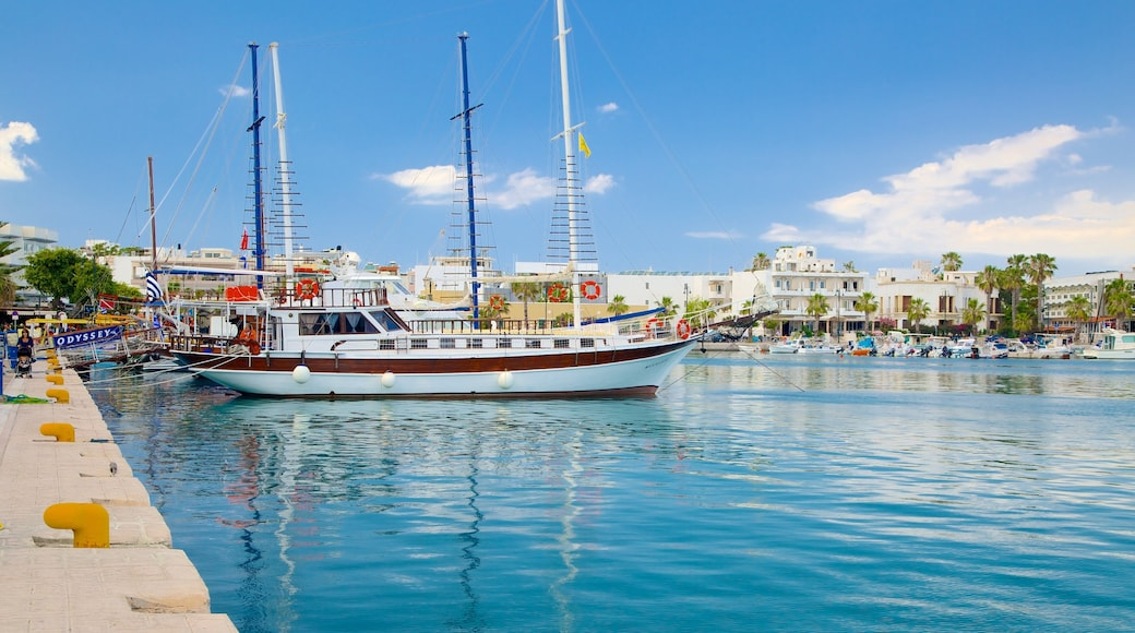 Hafen von Kos das einen Bucht oder Hafen