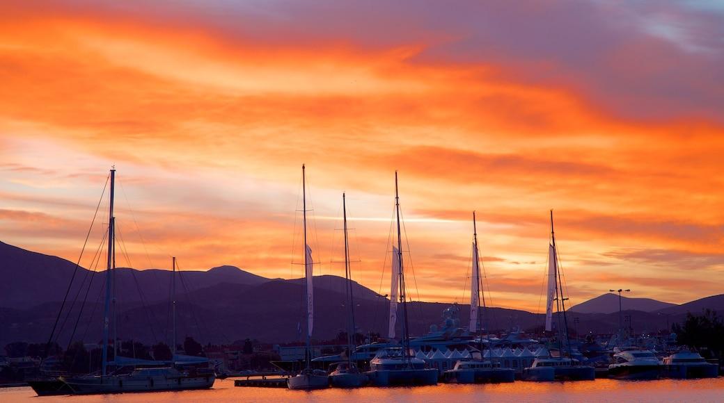 Nafplio welches beinhaltet Bucht oder Hafen und Sonnenuntergang