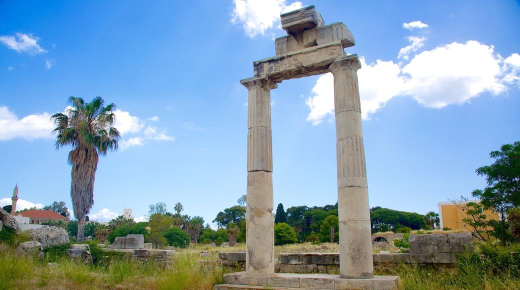 Antike Agora mit einem Gebäuderuinen
