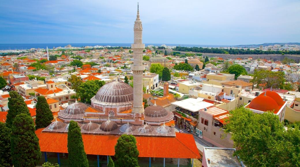Uhrturm das einen historische Architektur und Stadt