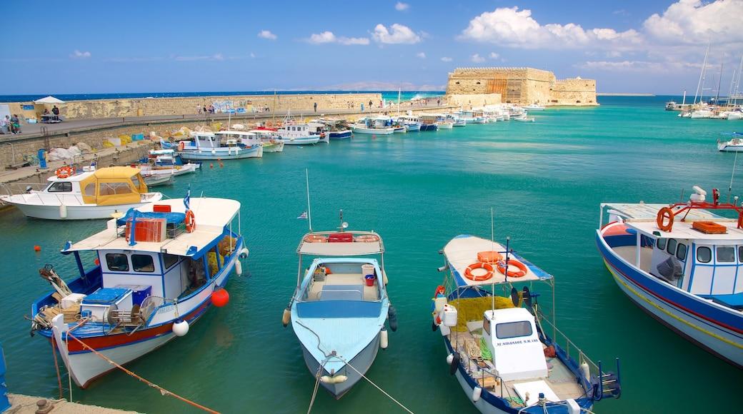 Festung Koules welches beinhaltet Bucht oder Hafen