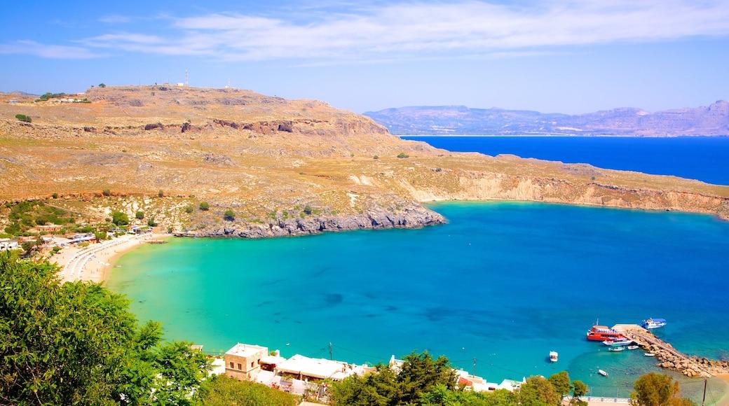 Strand von Lindos mit einem Bucht oder Hafen und allgemeine Küstenansicht