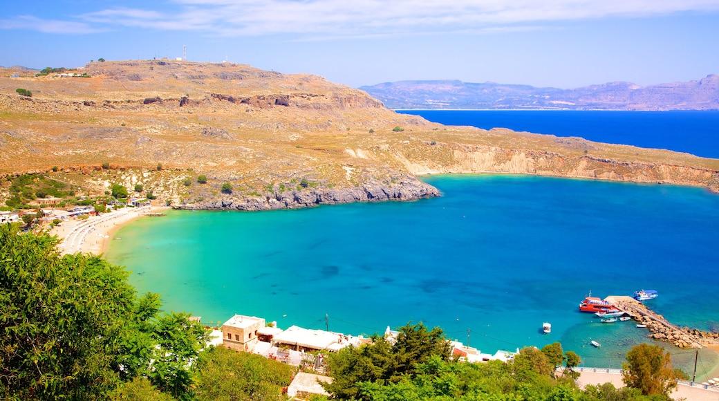 Strand von Lindos welches beinhaltet Bucht oder Hafen und allgemeine Küstenansicht