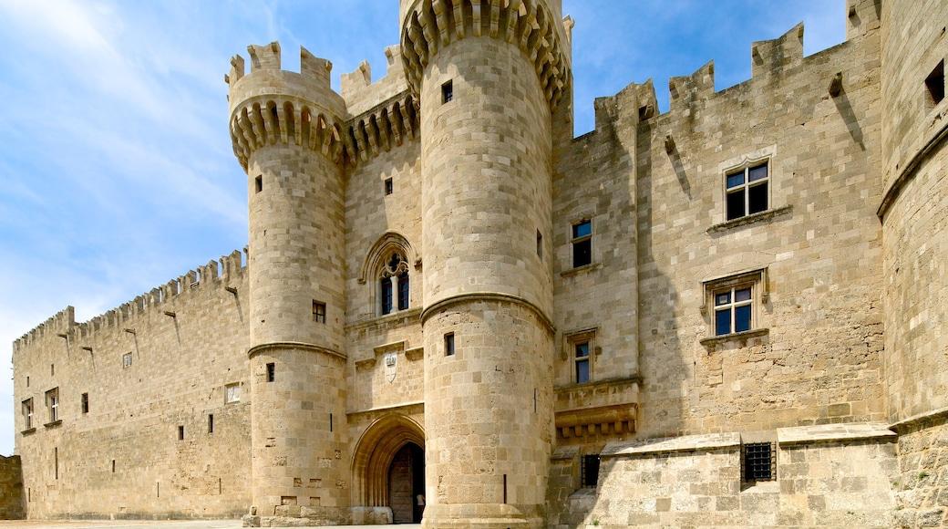 Großmeisterpalast des Johanniterordens welches beinhaltet historische Architektur und Palast oder Schloss