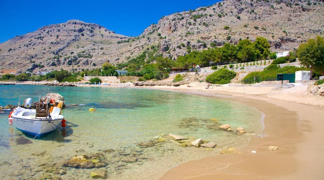Strand von Pefkos welches beinhaltet Strand