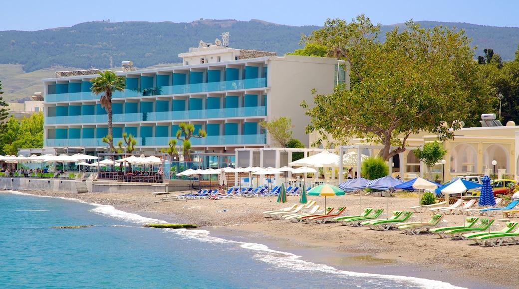 Hafen von Kos welches beinhaltet Strand und Luxushotel oder Resort