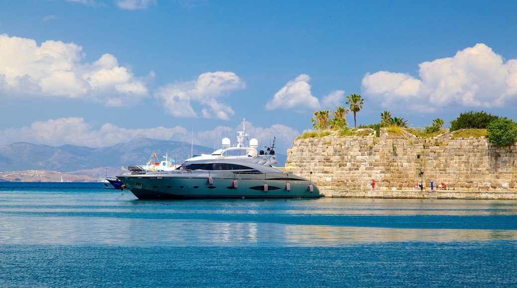 Hafen von Kos mit einem Marina