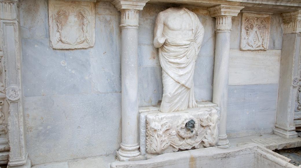 Bembo-Brunnen das einen Statue oder Skulptur