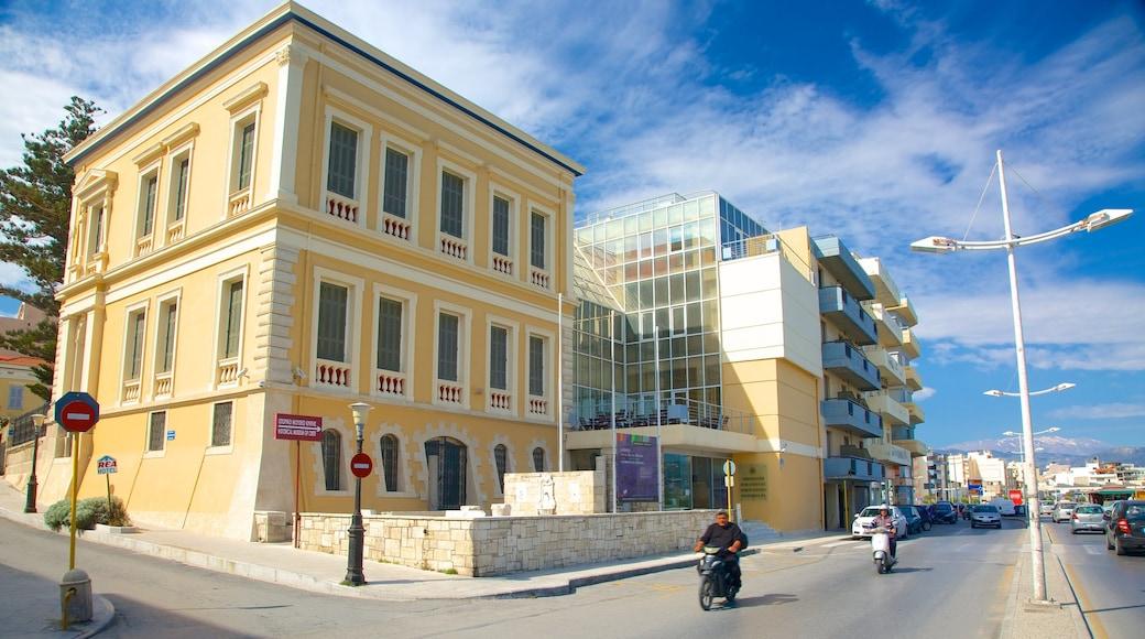 Musée historique et ethnographique de Crète qui includes scènes de rue