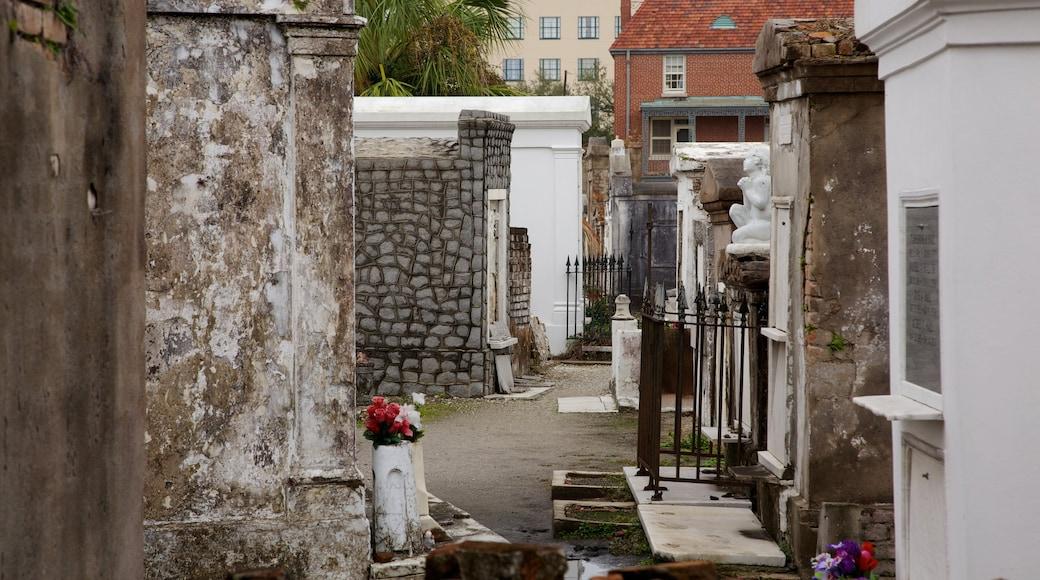 ลุยเซียนา เนื้อเรื่องที่ มรดกทางสถาปัตยกรรม, สุสาน และ ภาพท้องถนน