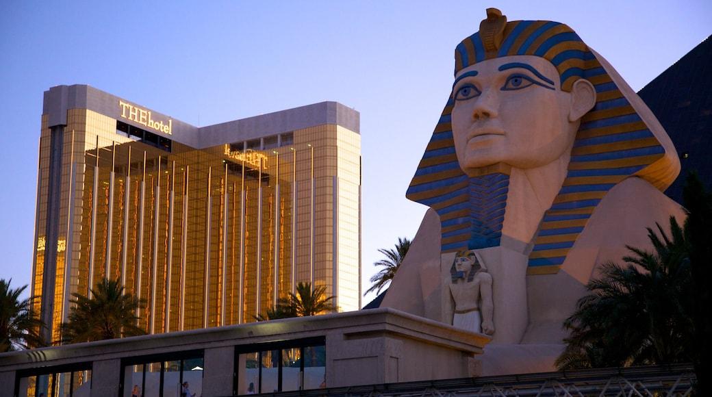 Nevada inclusief een hotel en een zonsondergang