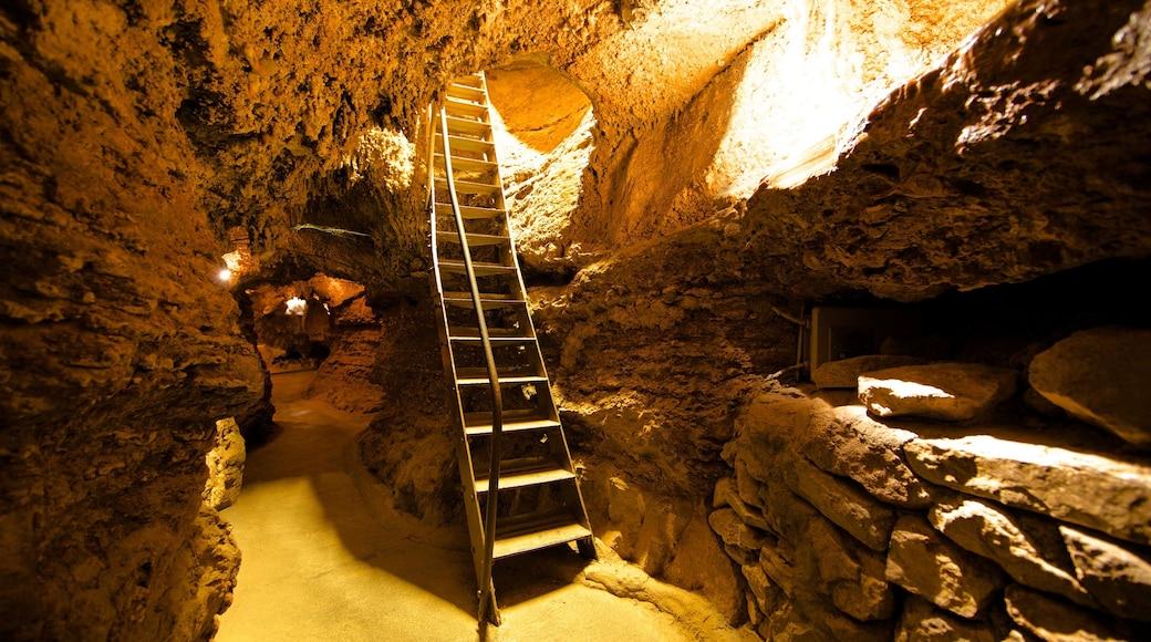 Cave of the Winds mit einem Innenansichten und Höhlen