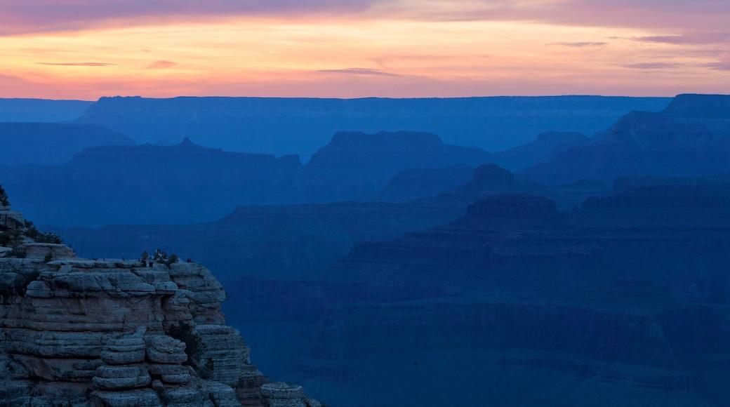 美國 其中包括 夕陽 和 山