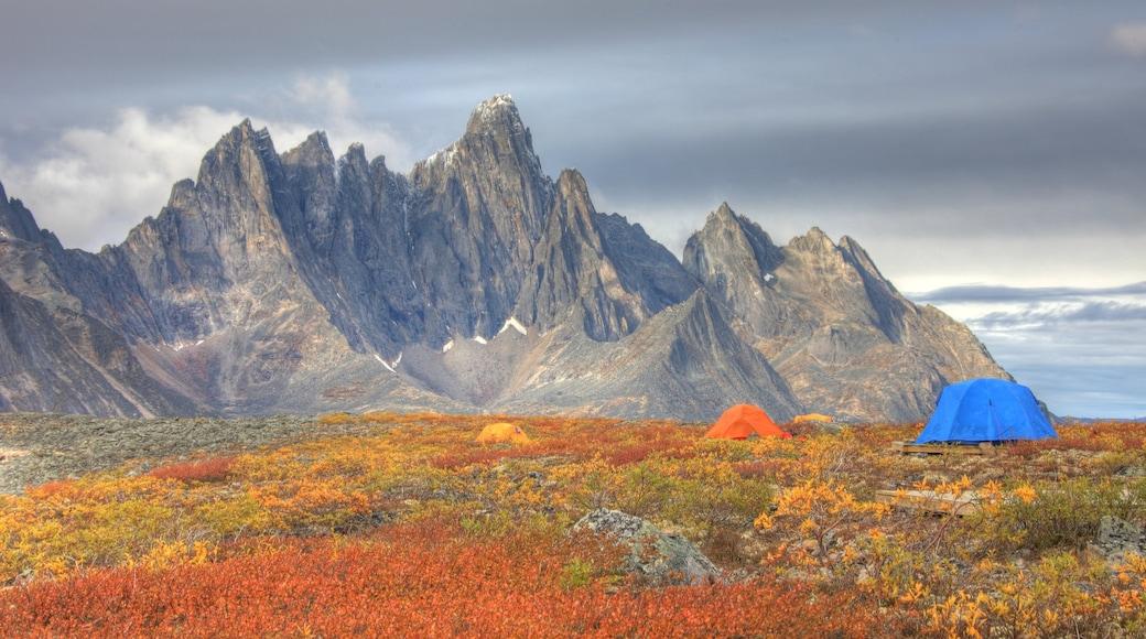Yukon mit einem Camping und Berge