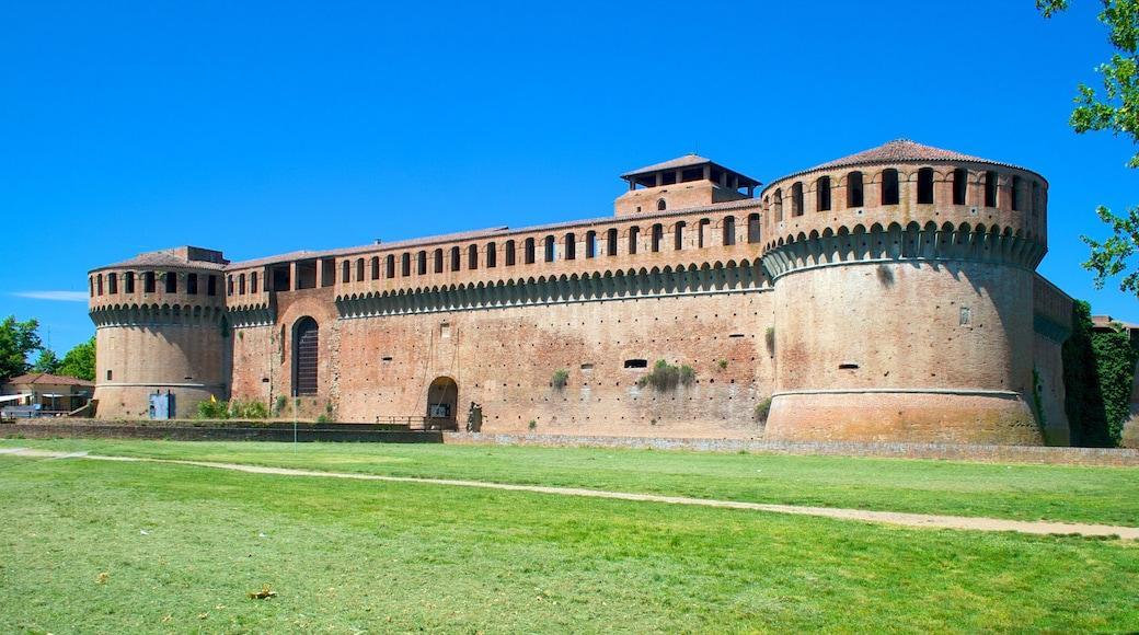 Imola som viser historisk arkitektur, byutsikt og landskap
