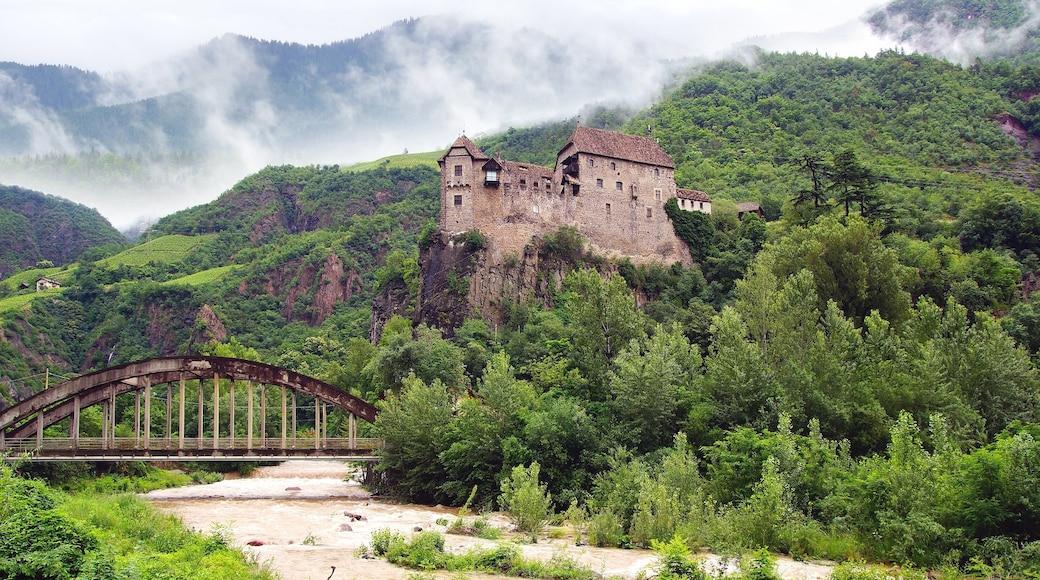 Bolzano che include vista del paesaggio, ponte e architettura d\'epoca