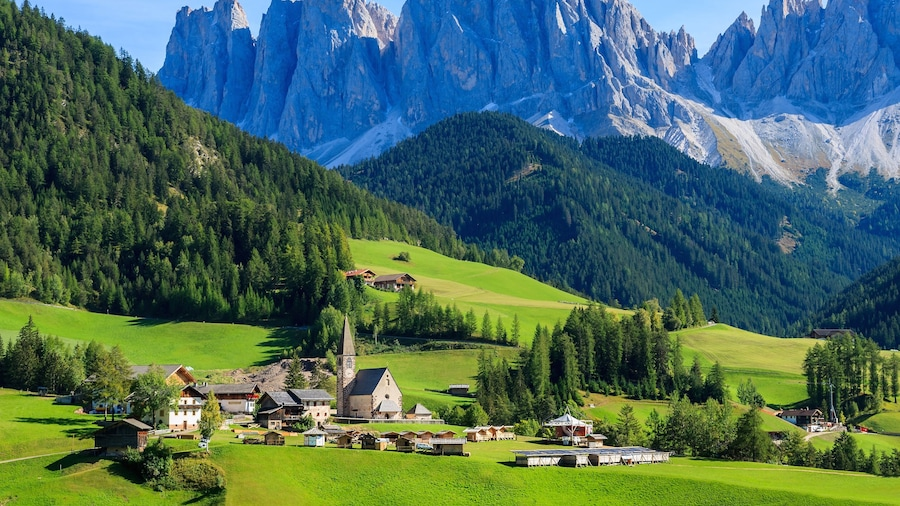 Bolzano featuring a small town or village, landscape views and mountains