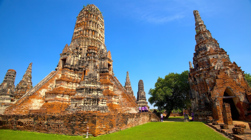 Thailand which includes a temple or place of worship and heritage architecture