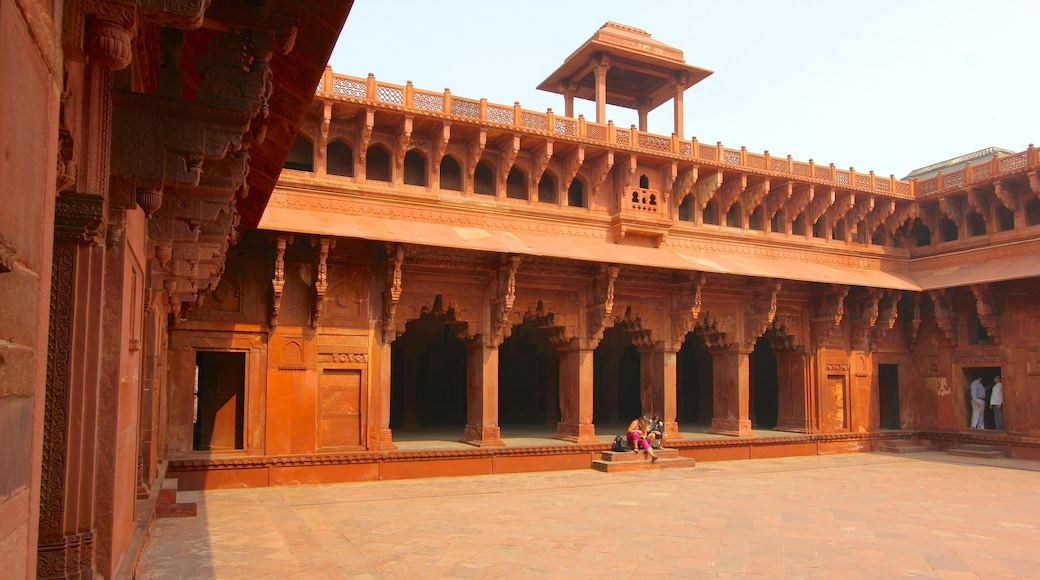 Agra Fort which includes heritage architecture