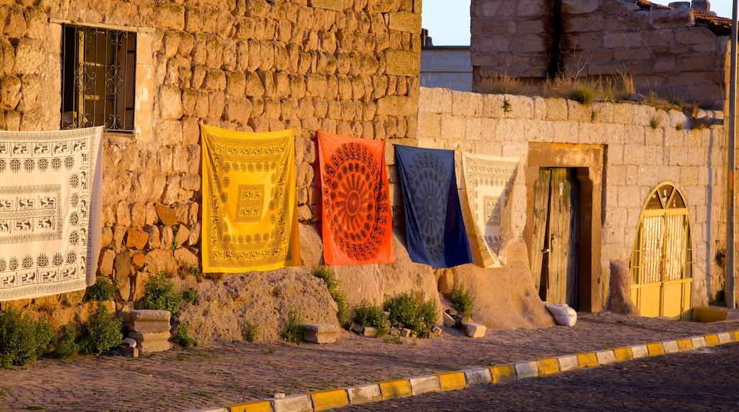 Uchisar Castle showing street scenes