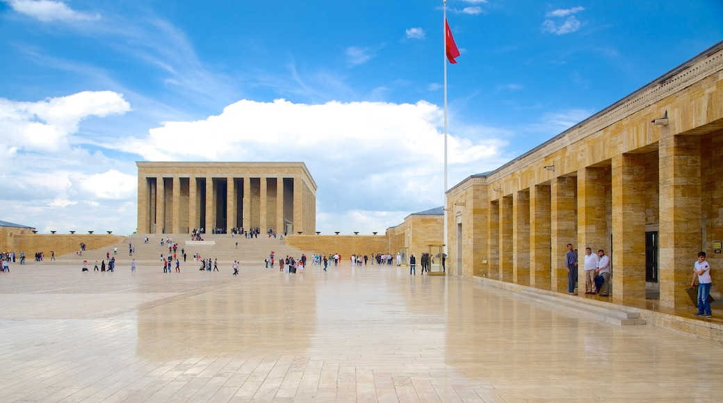 Anitkabir showing heritage architecture, a square or plaza and central business district
