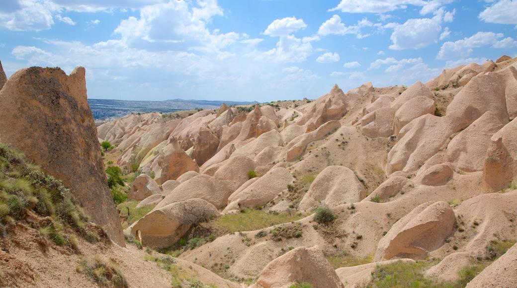 Vallée rouge qui includes gorge ou canyon