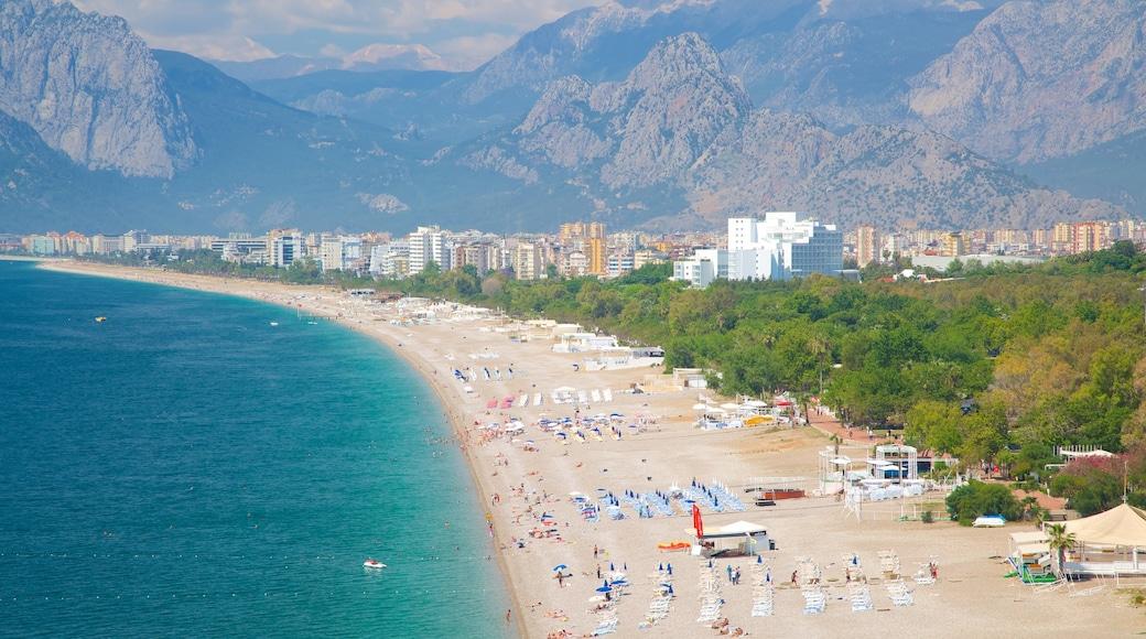 Konyaalti Strandpark mit einem Sandstrand, Schwimmen und Landschaften