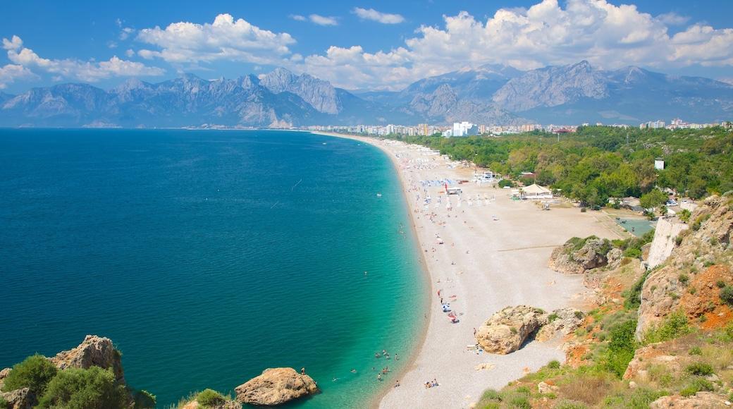 Konyaalti Strandpark das einen Küstenort, Landschaften und Sandstrand