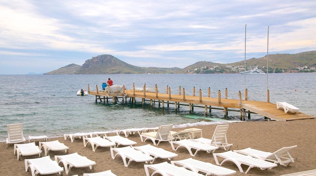 Yalikavak Beach showing a pebble beach and general coastal views