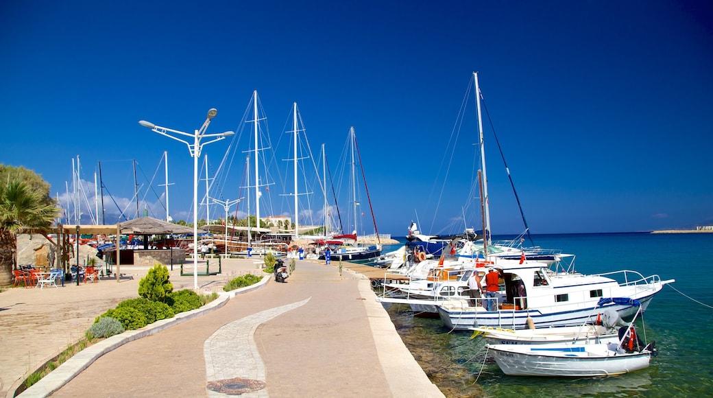 Fährhafen von Datça welches beinhaltet Marina