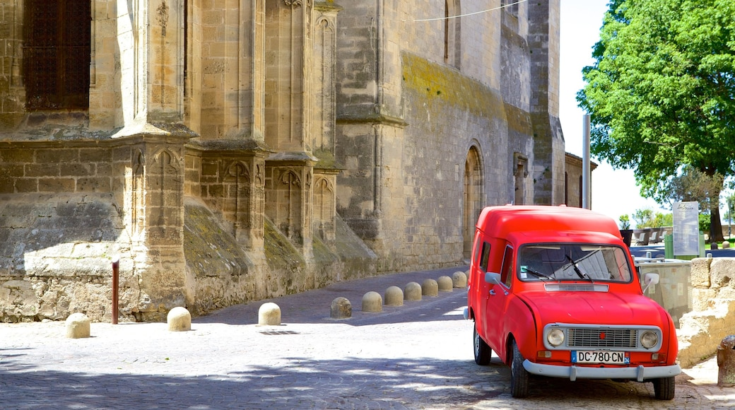 Béziers welches beinhaltet historische Architektur und Straßenszenen