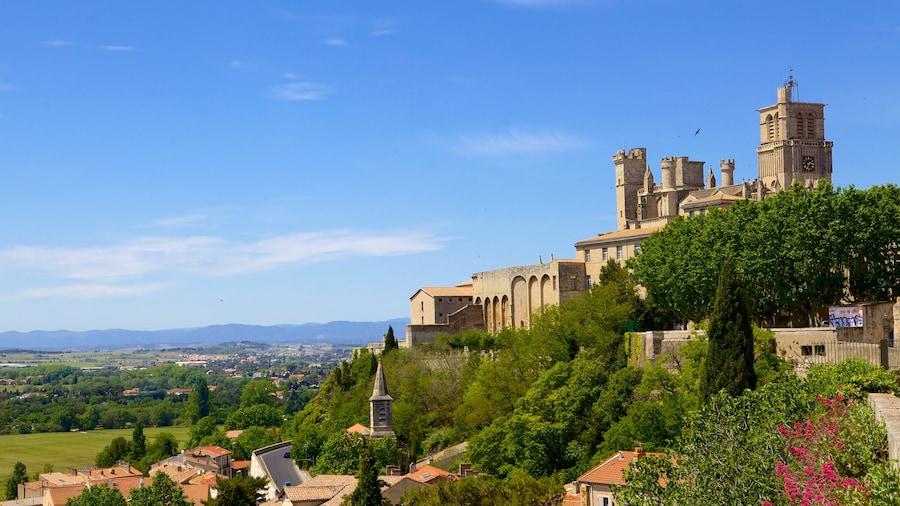 Beziers inclusief historische architectuur en een kasteel