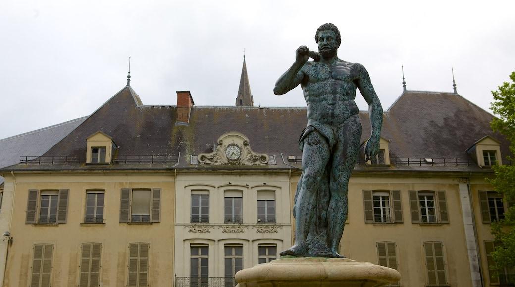 Jardin de Ville montrant statue ou sculpture