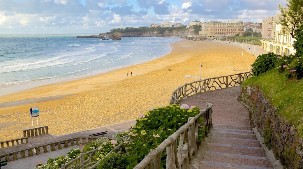 Biarritz mostrando una playa de arena