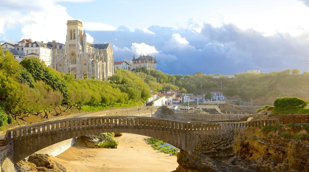 Biarritz mostrando un puente