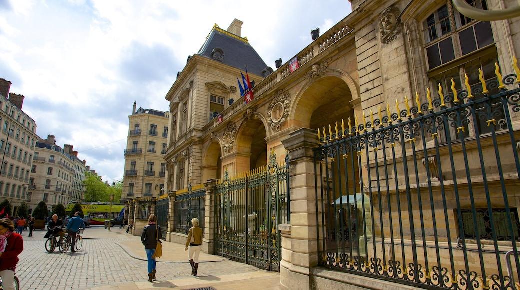 Place des Terreaux das einen historische Architektur und Verwaltungsgebäude