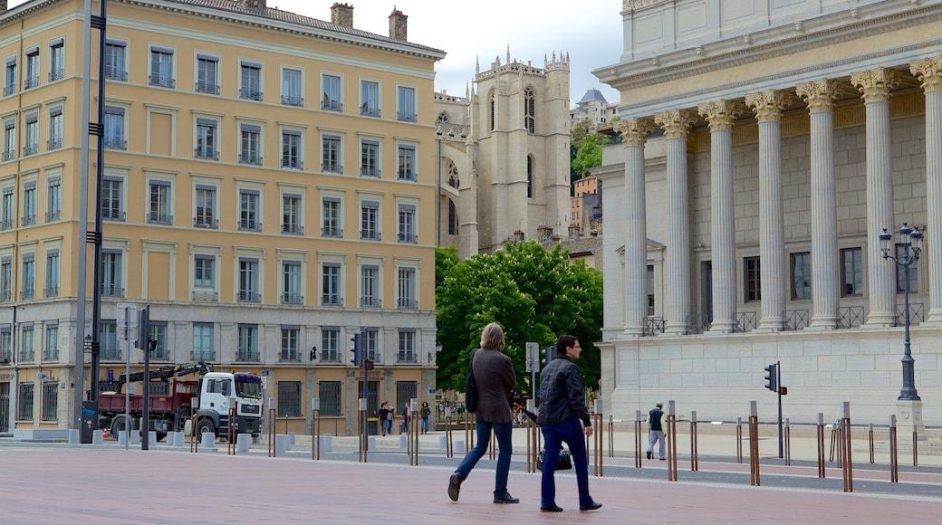 Palais de Justice Lyon mit einem Straßenszenen